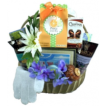 Harbor Breeze Spa and Sweets Gift Basket