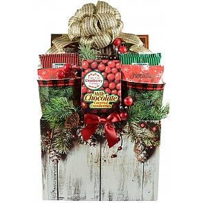 Winter Wonderland Gift Basket - Winter Wonderland Gift Basket #WinterGiftBasket #ChristmasGiftBasket